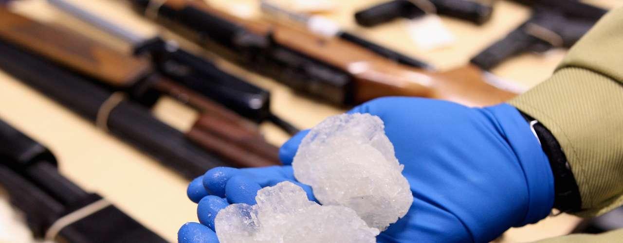 Según el informe de la Organización de las Naciones Unidas contra la droga y el crimen (ONUDC) de 2011, se presenta una emergencia de nuevos componentes sintéticos no regulados: Éstos, imitan efectos de las substancias ilícitas y que escapan al control de los reglamentos internacionales.