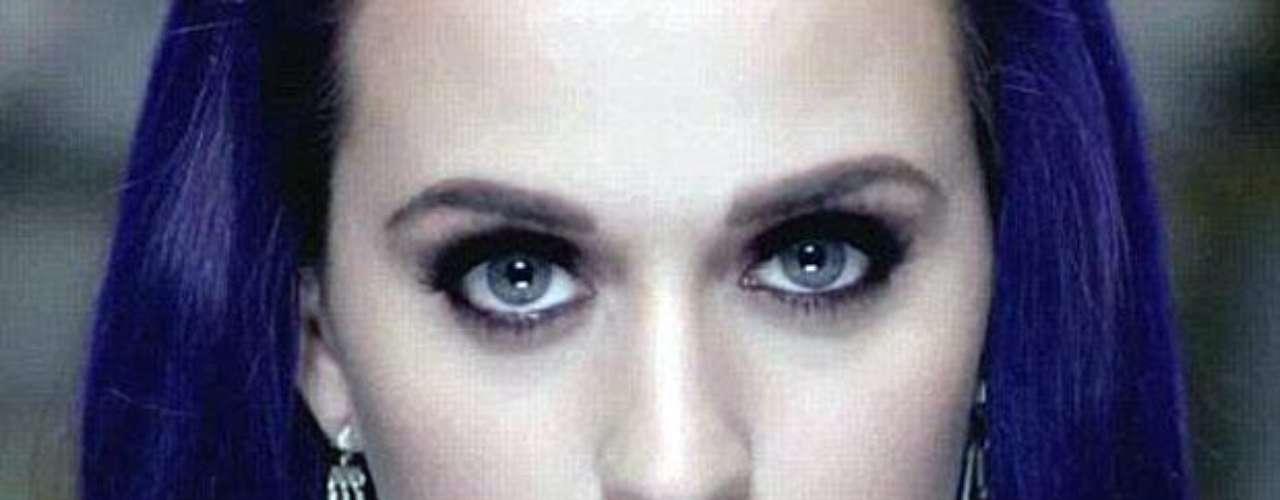 La cantante californiana optó por mostrar su lado gótico en la producción.