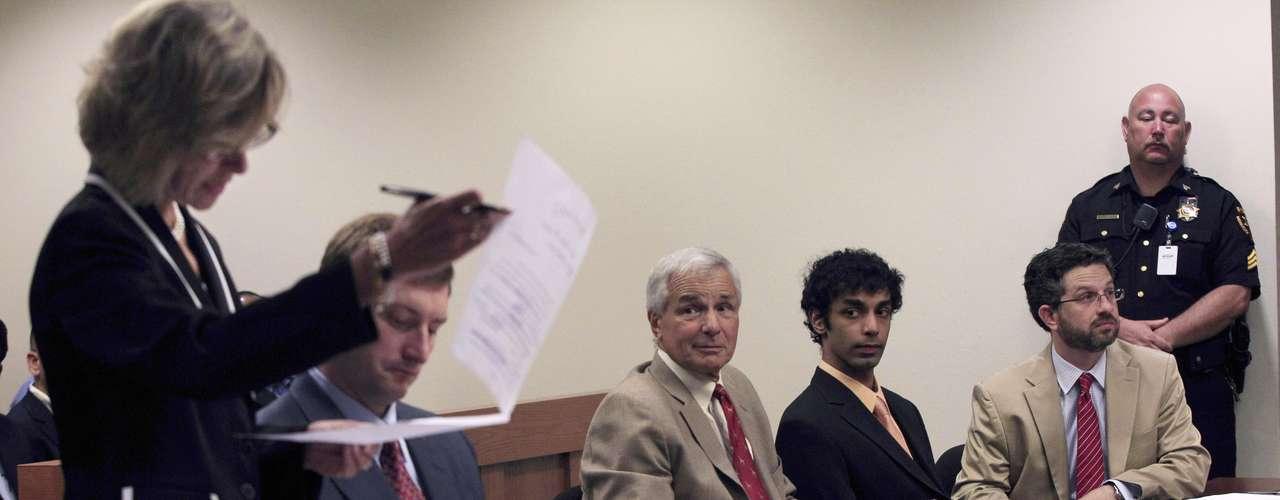 Ravi fue condenado por el delito de discriminación usando una computadora para espiar a su compañero, Clementi, quien tenía 18 años de edad.