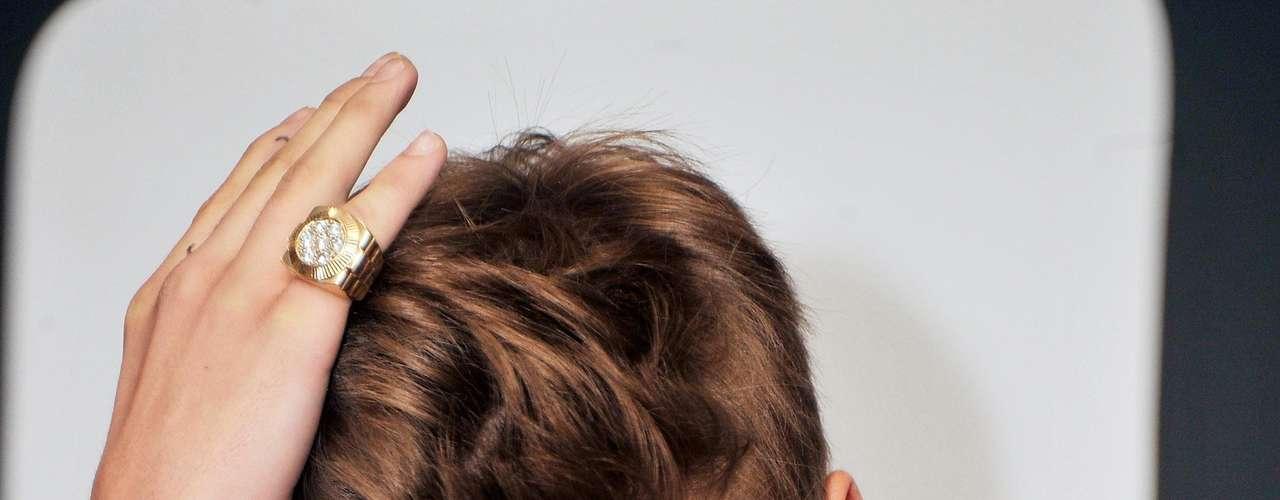 El novio de Selena Gómez cuidó que su cabellera luciera perfecta en todo momento.