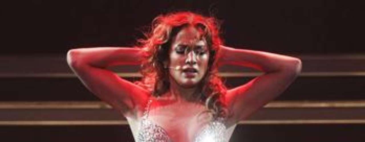 La seductora J. Lo, luego de cantar  \