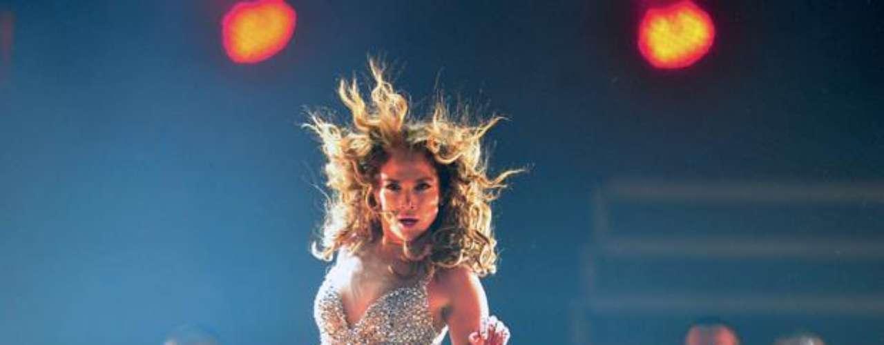 Al compás de las baladas, el funky y el pop, la cantante estadounidense, irradió mucha pasión en el tercer concierto de su gira mundial.