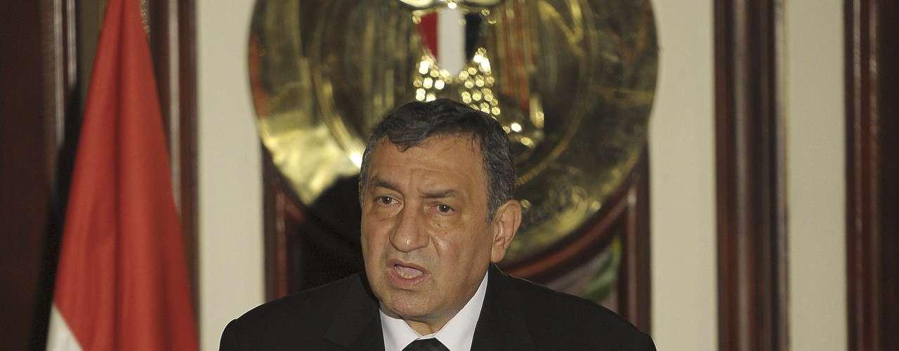 17 de julio 2011 - El primer ministro egipcio, Esam Sharaf, remodela su Ejecutivo en respuesta a las protestas recientes.