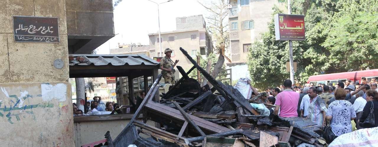 8 de mayo de 2011 - Estallan enfrentamientos entre cristianos y musulmanes en el popular barrio cairota de Imbaba, que dejan una decena de muertos.