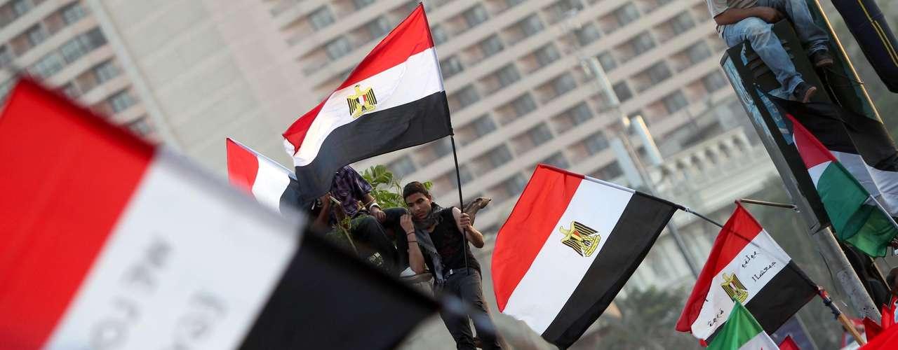 28 de marzo de 2012 - Primera reunión de la Asamblea Constituyente, pese al boicot de una cuarta parte de sus miembros.
