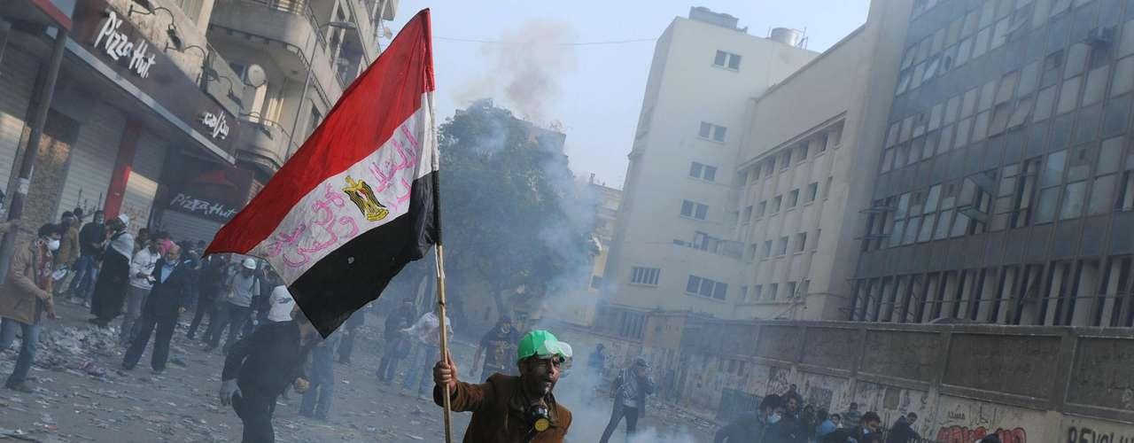 18 de noviembre de 2011 - Nuevas protestas por las prerrogativas que se quiere conceder a la Junta Militar en la futura Constitución.