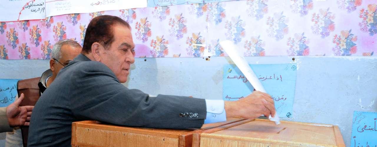 28 de noviembre de 2011 - Comienzan las elecciones legislativas, que constan de varias rondas.