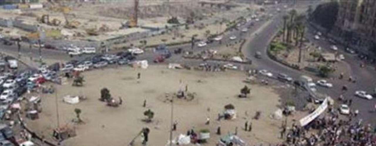 18 de junio de 2012 - Los Hermanos Musulmanes reclamando su victoria en las elecciones mientras los generales que asumieron el control tras la caída de Hosni Mubarak decretaban que seguirían controlando la mayor parte del poder.