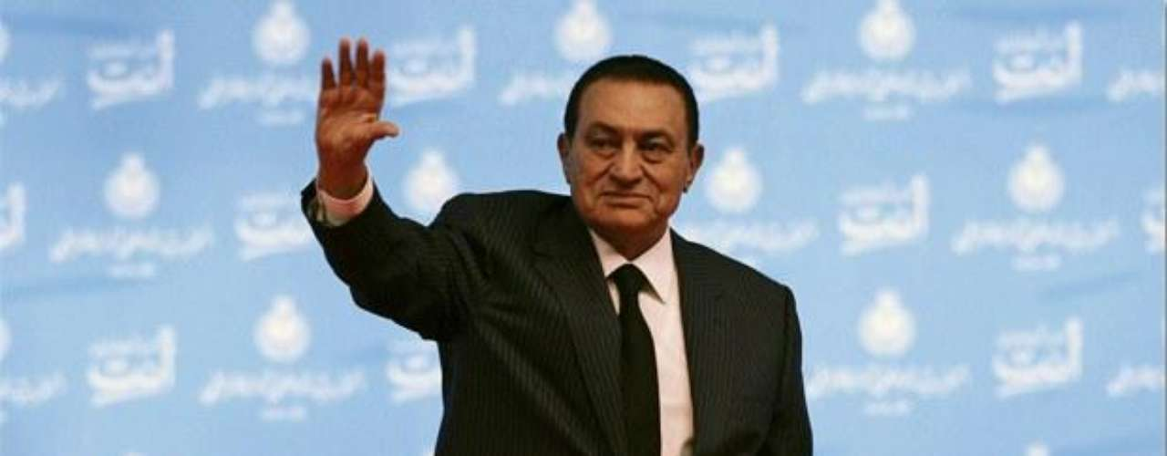 27 de octubre de 2011 - Un tribunal penal confirma la decisión del Ministerio de Justicia egipcio de congelar los fondos de Mubarak y su familia.