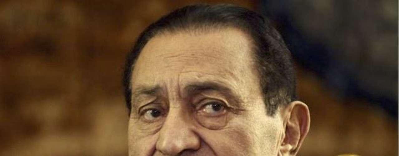 13 de abril de 2011 - Mubarak y sus dos hijos son arrestados y dos días después el expresidente es trasladado a un hospital militar.