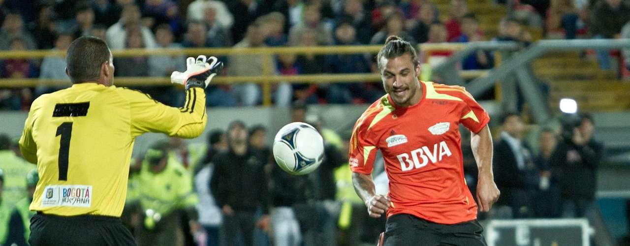 El argentino Daniel Osvaldo jugó con el equipo Los amigos de Messi.
