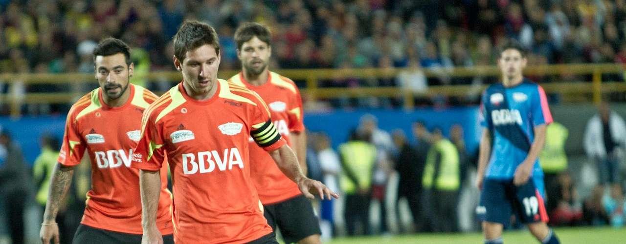 Messi se mostró feliz con el evento, continuamente sonrió y se despidió con la ovación del público.