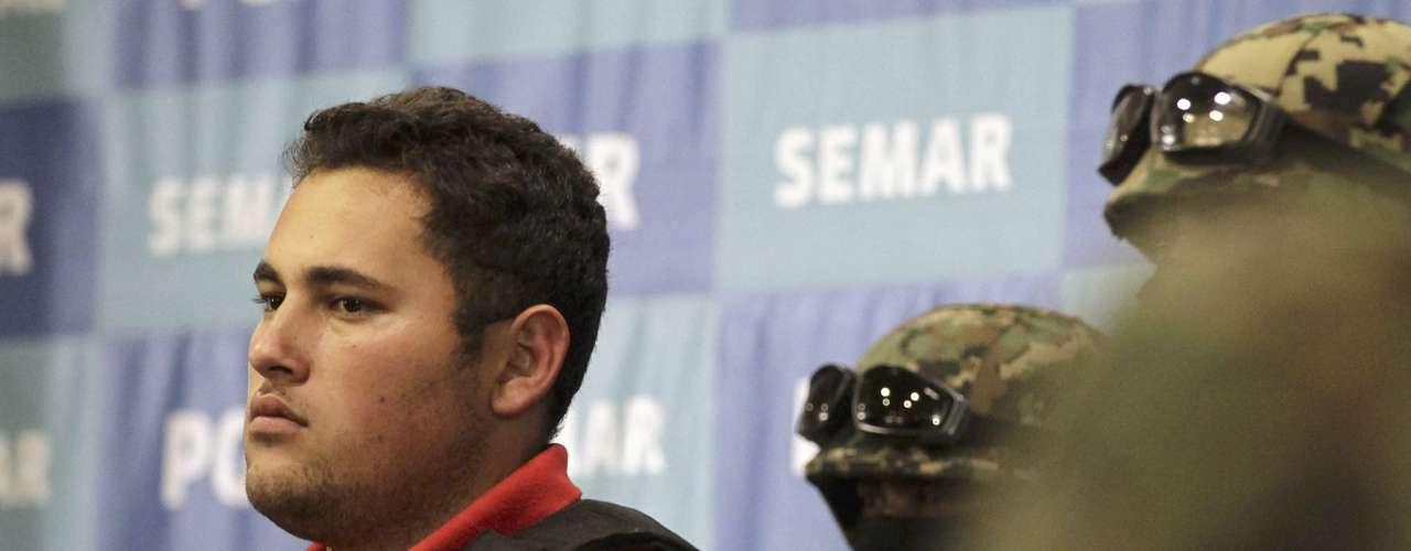 El portavoz de la Secretaría de Marina, José Luis Vergara, precisó que las detenciones se produjeron durante un operativo táctico instrumentado por elementos de Fuerzas Especiales de la Armada de México en un domicilio del municipio de Zapopan, en Jalisco.