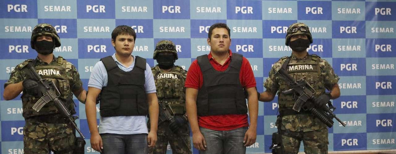En el momento de la captura fueron decomisadas dos armas largas, dos cortas, cuatro granadas, 135.000 dólares en efectivo y 295.000 pesos (21.852 dólares) también en efectivo, así como dos vehículos y \
