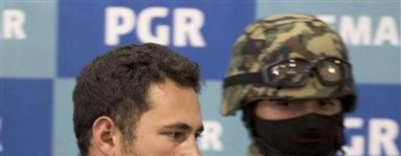 El diario La Jornada publicó el viernes que familiares de los detenidos dijeron a sus periodistas que \