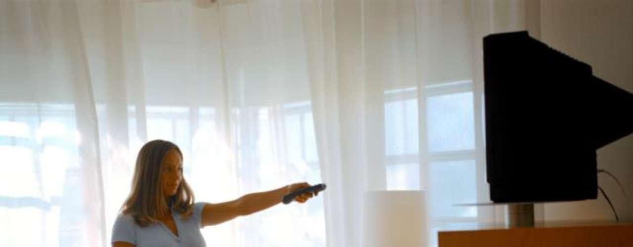 Entre los elementos más sucios se ubicaron el control remoto, y los interruptores de luz ubicados en las mesitas al costado de la cama. Si uno lo piensa, son elementos que se tocan con mucha frecuencia y que nadie limpia.