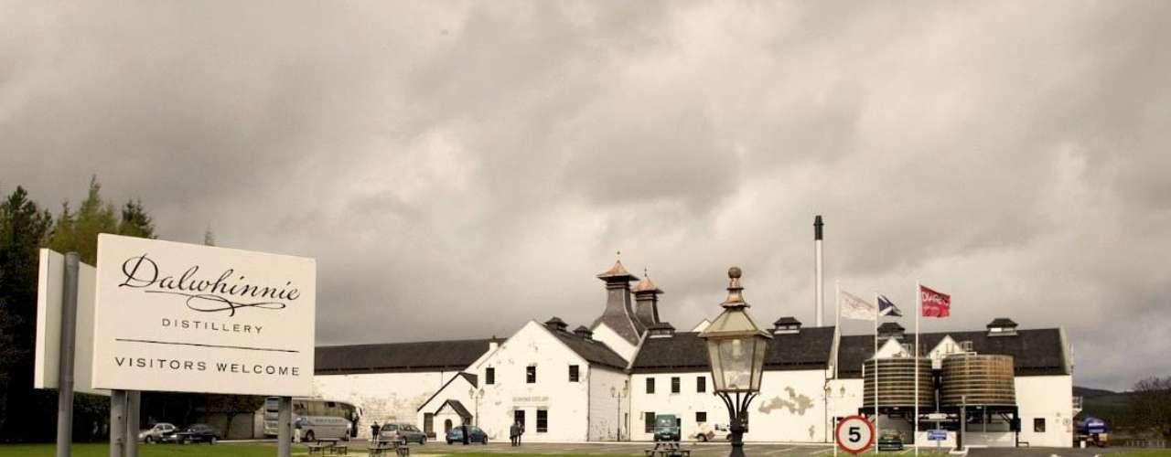 Otra de las destilería de las Higthlands es Dalwhinnie, reconocida por producir el whisky de grano simple o \