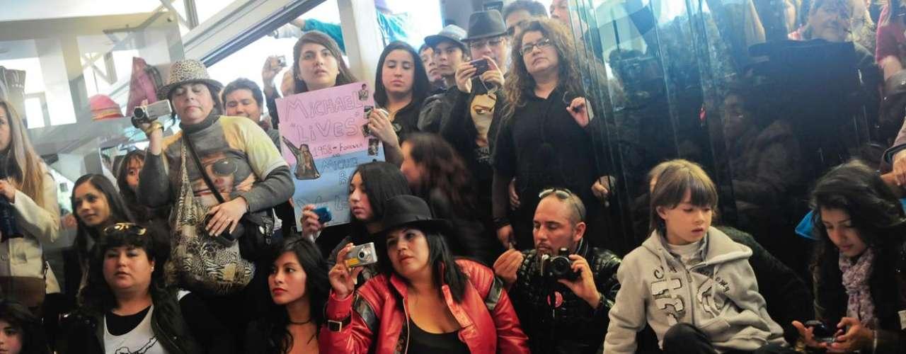 A tres años de la muerte de Michael Jackson por un paro cardio respiratorio, sus admiradores chilenos le rindieron un especial homenaje, en el marco del cierre de la muestra \