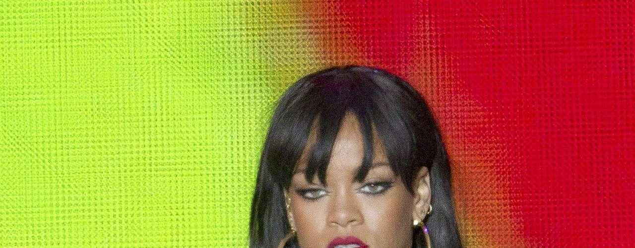 Rihanna abrió el concierto con el tema \