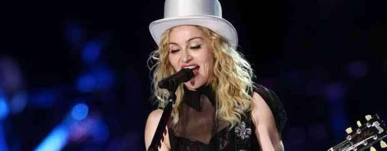 Estrella sin estrella.  Reconocida a nivel mundial por ser la cantante más vendida en la historia de la música, Madonna no tiene lugar en el Paseo de la Fama debido a que no asistió a la ceremonia de la entrega , por lo que los encargados del evento  cancelaron, parece que por mucho tiempo, el reconocimiento.
