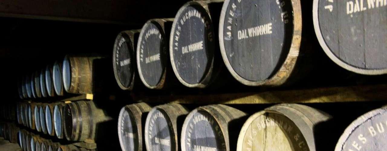 La destilería fue vendida a la AP Blyth en 1898 por su hijo que le cambió el nombre a Dalwhinnie.