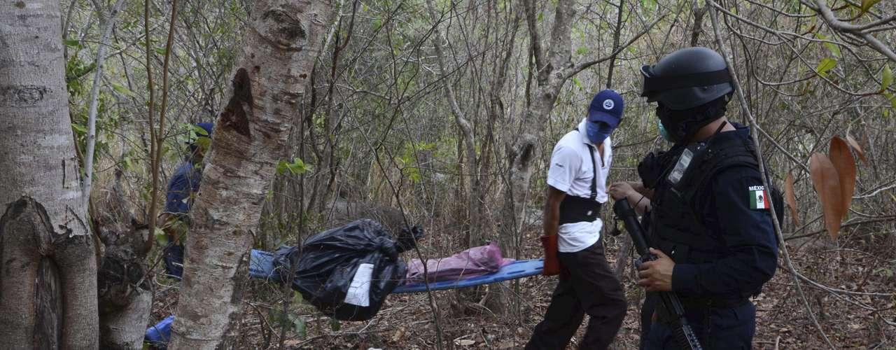 De acuerdo a fuentes de la fiscalía, de los 301 cadáveres hallados en varias fosas comunes en el municipio de Durango, únicamente 13 han sido plenamente identificados hasta la fecha, incluido el de Peña.