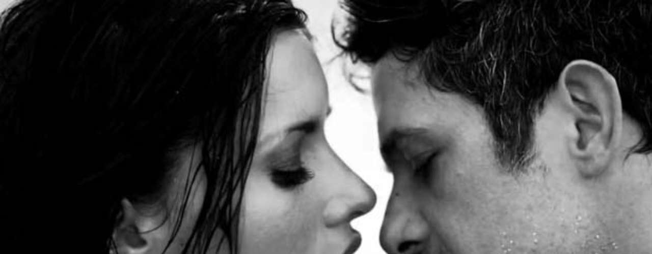 La historia refleja los sentimientos de amor y desamor que a punto de poesía Alejandro Sanz canta para su amada.