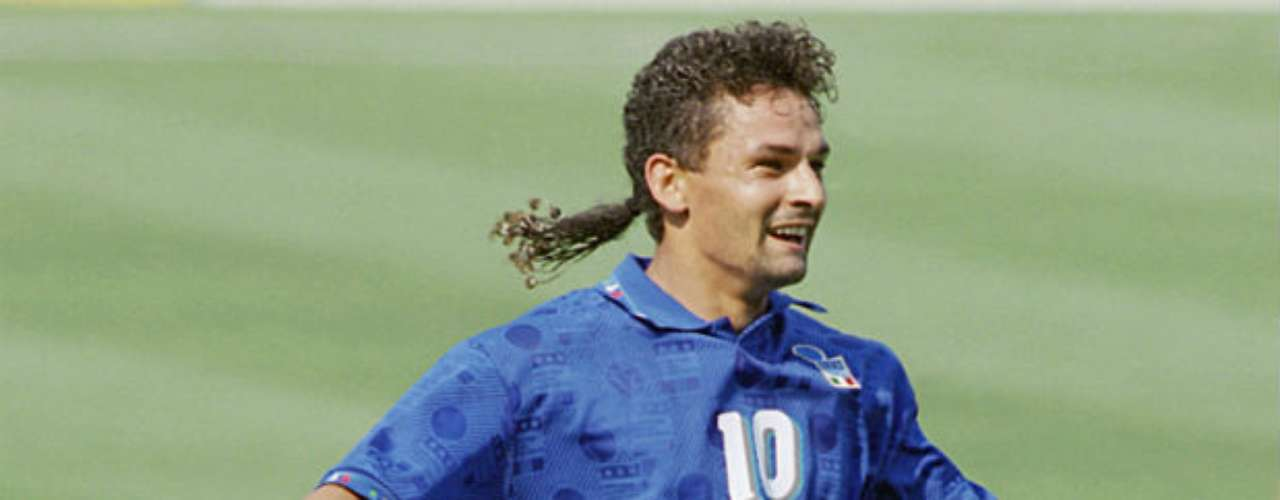 The forward Robert Baggio has been a standard of the team for the last 20 years. He stood out for his touch and technique with a strict style. He missed out in the 1994 World Cup after missing a penalty kick against Brazil.