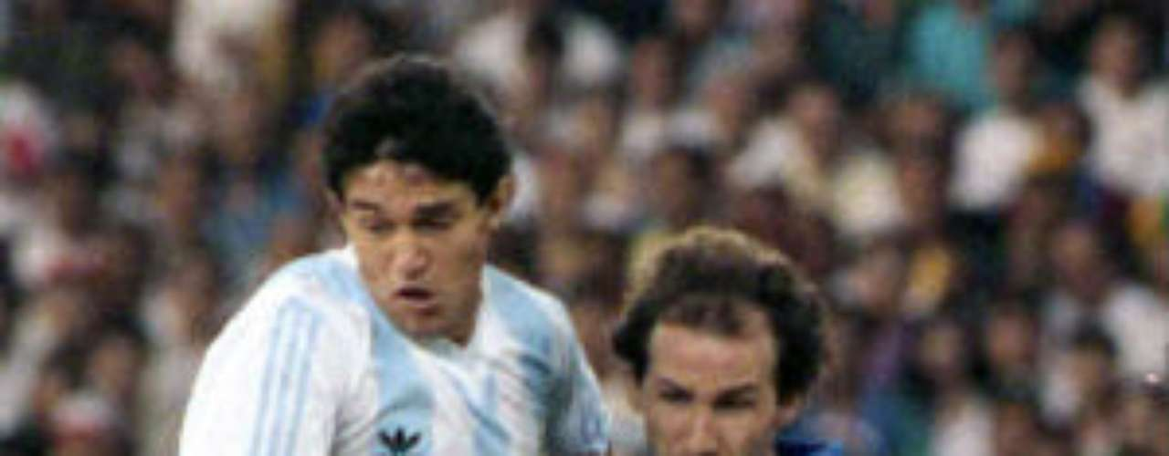 Franco Baresi debuted in December 4, 1982 and attended three World Cups. In 1990 he was indispensable for the team and in the 1994 World Cup. He played his last match in 1994 after 82 caps, as captain in 51 of them.