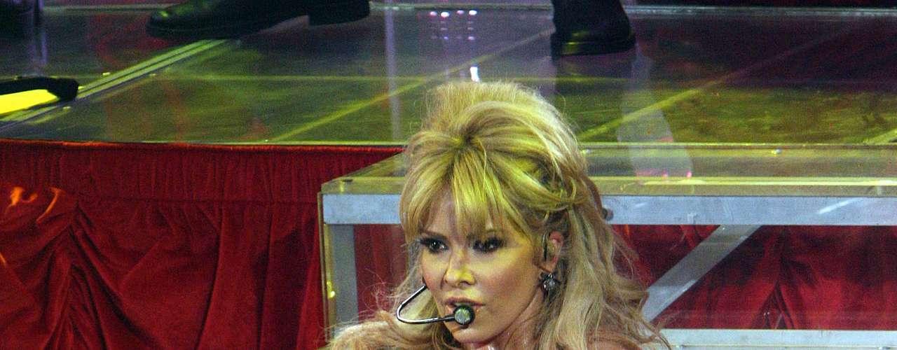 Gloria Trevi, ante un selecto grupo de fans, en el inicio del programa \