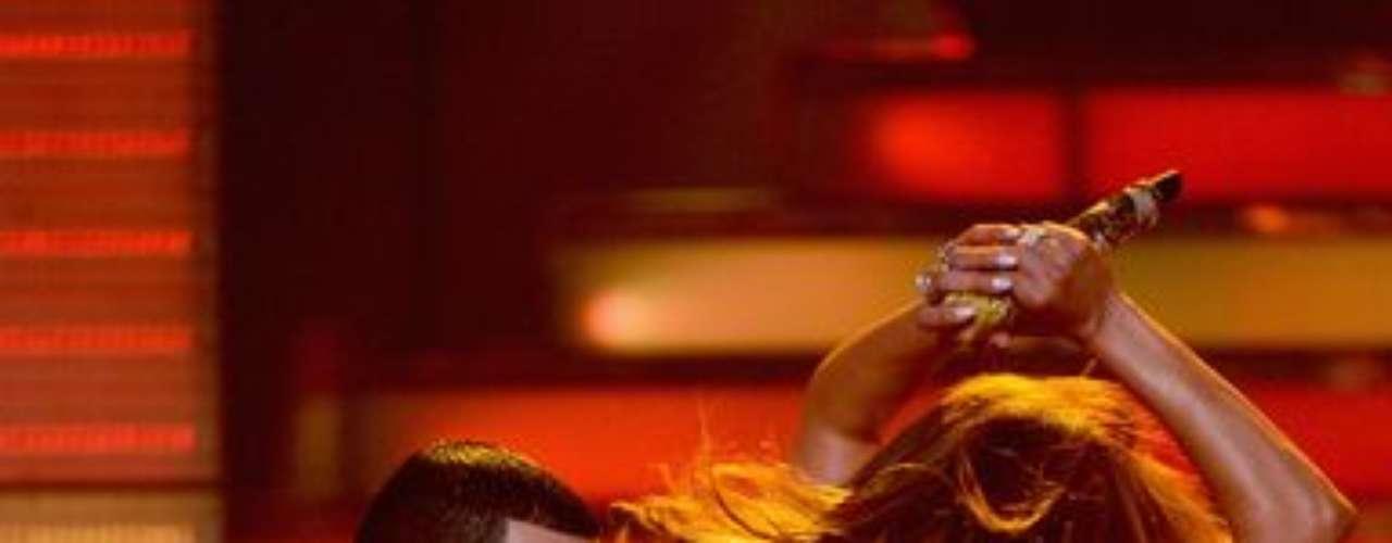 En la final de American Idol, J. Lo movió su trasero como nunca para Yandel.