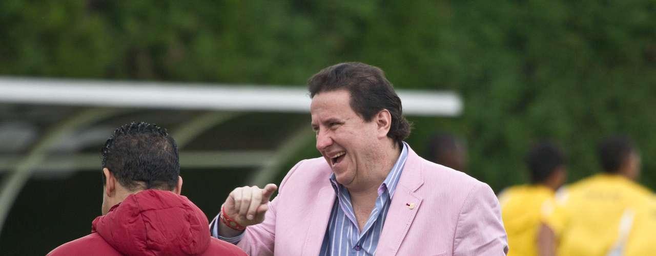 El gesto del presidente santafereño, Cesar Pastrana, muestra el momento que vive el equipo bogotano.