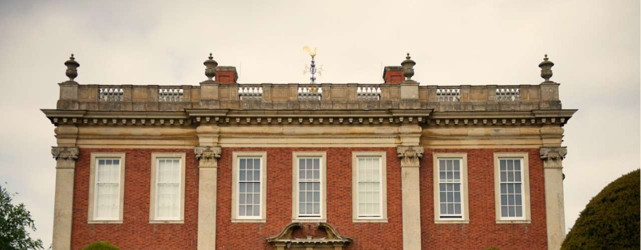 Aunque no es un lugar al que tenga acceso el público, la residencia de Macdonald-Buchanan cuenta parte de las pasiones del creador de Buchanan's.