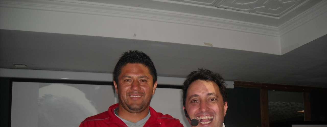 El comediante Andrés López visitó la concentración de Independiente Santa Fe y compartió con los jugadores, cuerpo técnico y directivos una charla motivadora llamada El Camino a la Felicidad.