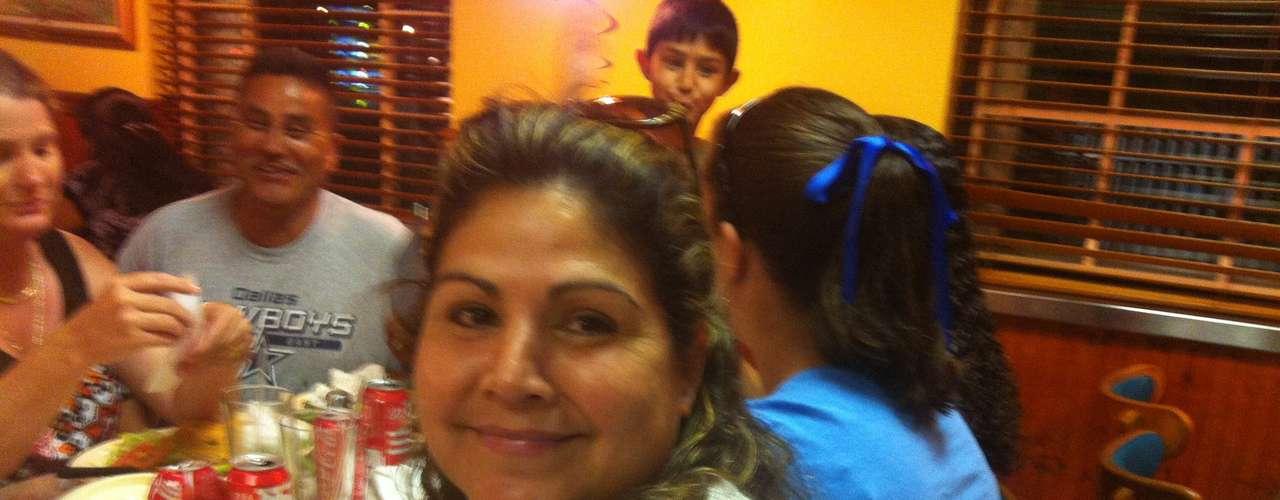 María de Lourdes Hernández, vive hace 30 años fuera de México y votaría por Pena Nieto porque, \