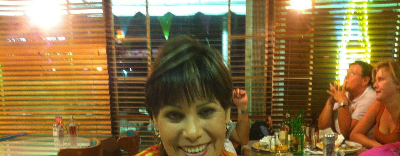 """María Pilar Torres, es de México pero está de visita en Miami, votaría por Josefina Vazquez Mota porque, """"tiene ganas de progresar""""."""