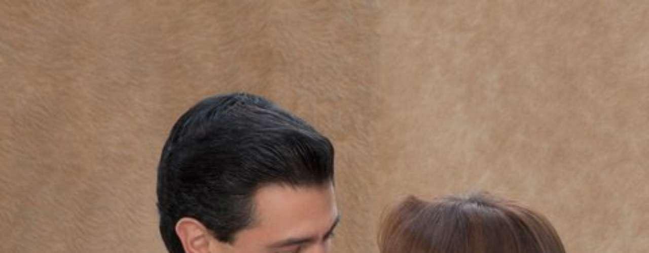 En el 2004 se casó con su novio de años, el productor televisivo José Alberto Castro. Rivera y Castro se divorciaron en el 2007. En una historia que bien pudo ser un guión deTelevisa, al año siguiente Rivera conoce a Peña Nieto durante la filmación de videos para promocionar el Estado de México. Algunos meses después, el político, quien era viudo, reconoció que estaba saliendo con una estrella de la televisión y al poco tiempo se casaron.
