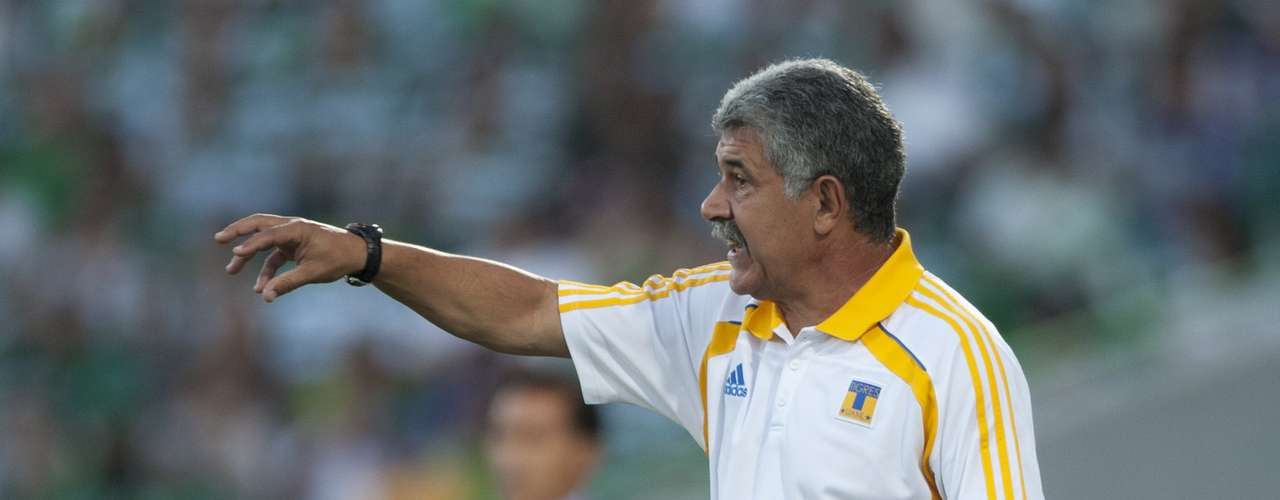 Ricardo Ferretti sigue al frente de los Tigres de la UANL