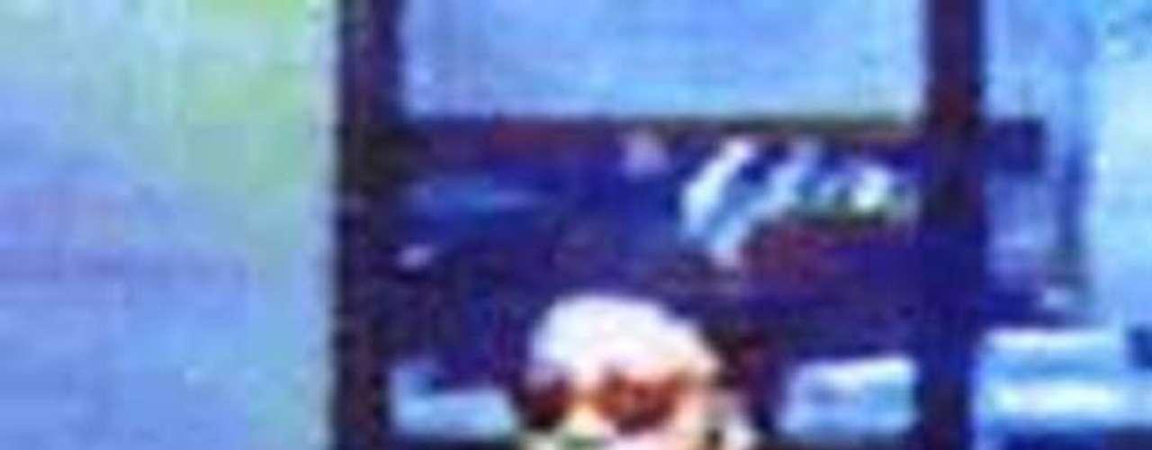 Este hombre está acusado de asaltar violentamente a la Xerox Federal Credit Union en Webster, Nueva York, en agosto del 2003. Durante el atraco dos personas fueron baleadas, de las cuales una de ellas murió. El día del robo el sujeto portaba un chaleco antibalas, gorra negra y gafas de sol. Se le observaba una leve barba y portaba un maletín.