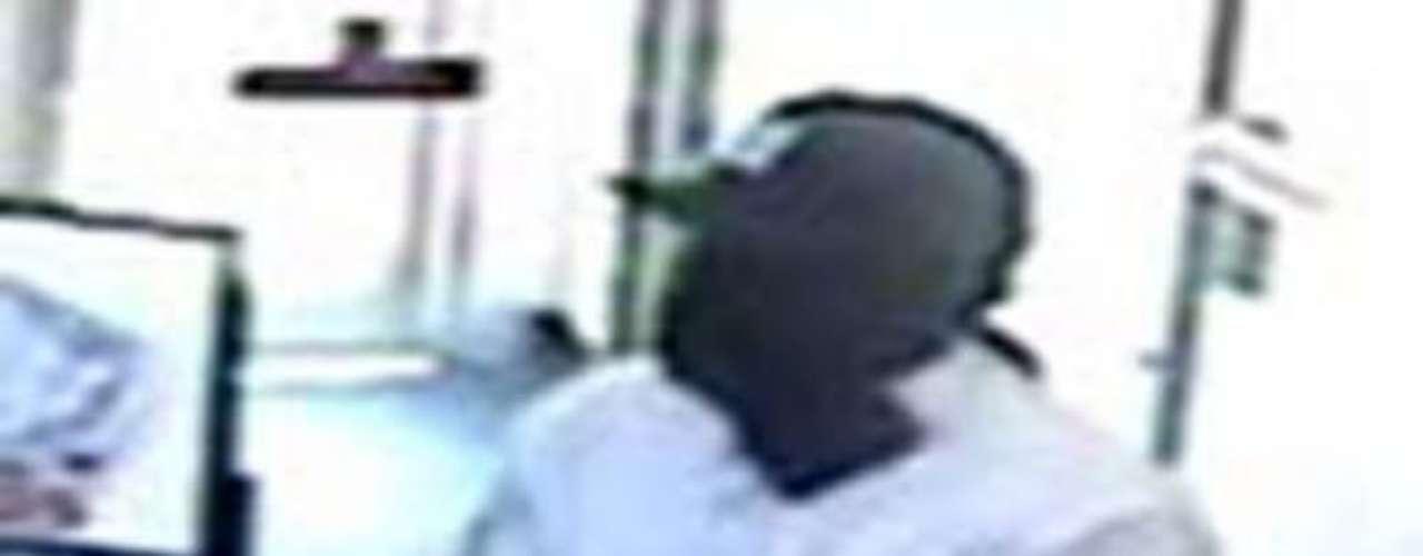 Las autoridades de Nueva York buscan a un ladrón en serie acusado de varios atracos entre 2009 y 2010. El sujeto es apodado el 'Bandido de Parkway'. Es descrito como un afroamericano de entre 6'0\