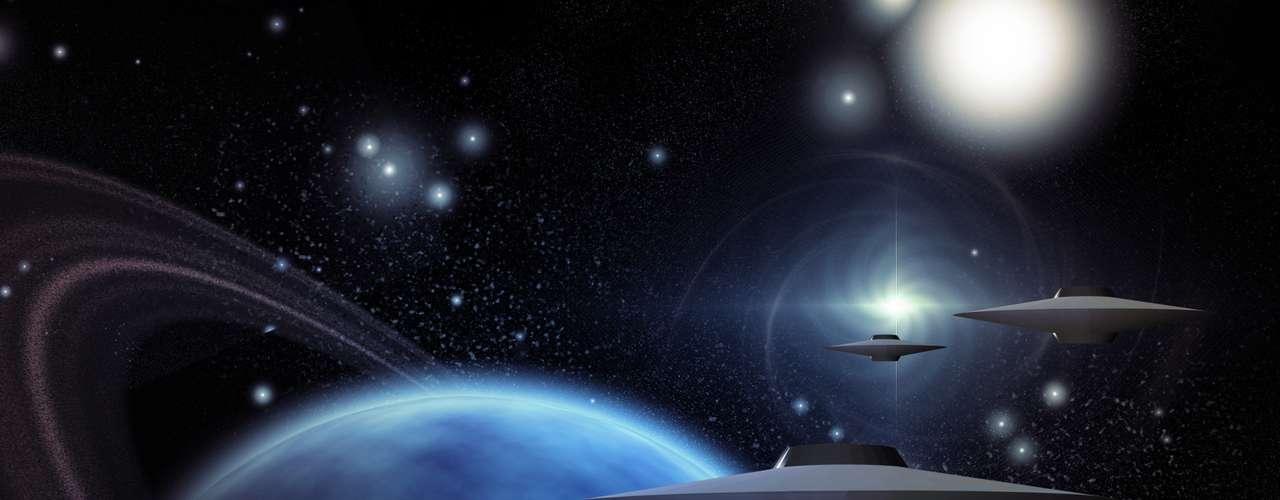 Entre tanto los ufólogos también han desarrollado sus propias teorías, basados en diversos documentos antiguos y otros contemporáneos, indicando finalmente que el año 2012 será la fecha en que se logrará el contacto denominando de tercera fase con extraterrestres, esto indica que se logrará un encuentro cara a cara con los seres de otros planetas. Según los mismos expertos, la intención de esta visita no busca la dominación del planeta, sino la mediación y pacificación de la raza humana.