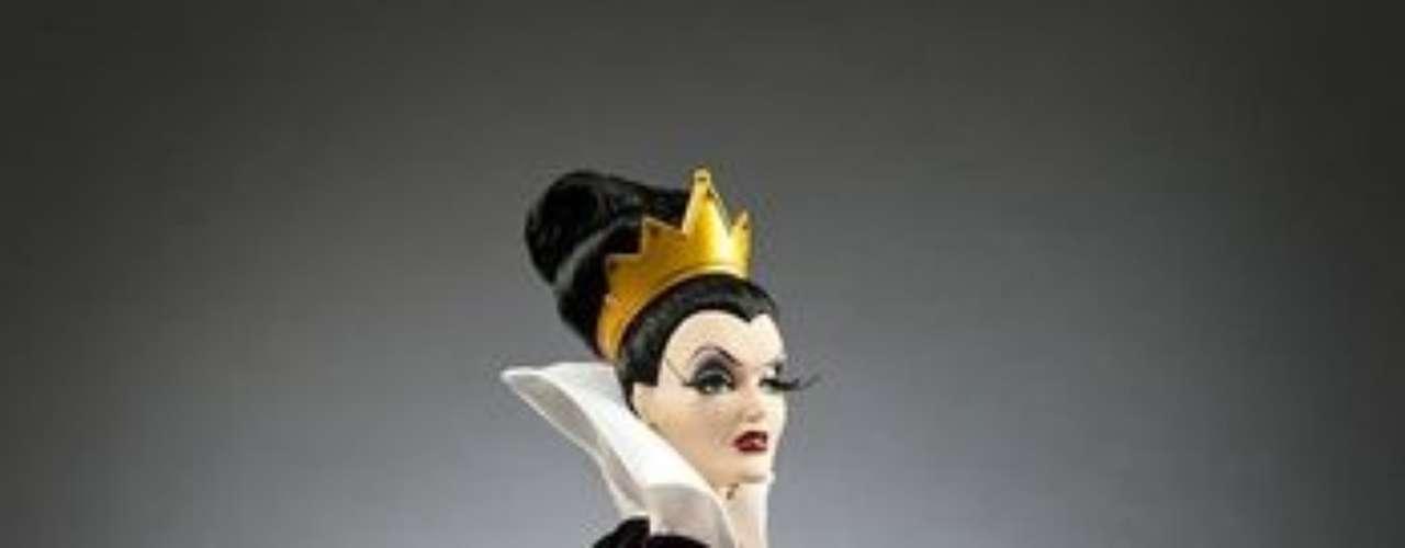 El año pasado la marca logró un éxito rotundo con las princesas de Disney por lo que se espera lo mismo de las malas del cuento. La malvada Reina de 'Blancanieves' no podía faltar.