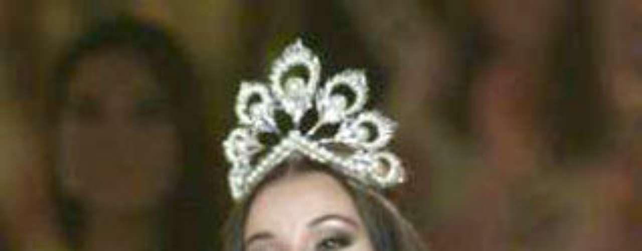 Oxana Fedorova. En 2002, esta bella rusa se coronó Miss Universo. Pero poco duró el gusto y fue destituida, según la versión oficial, por no cumplir con las tareas oficiales de su titulo. Al menos, en este caso no hubo un escándalo de por medio.