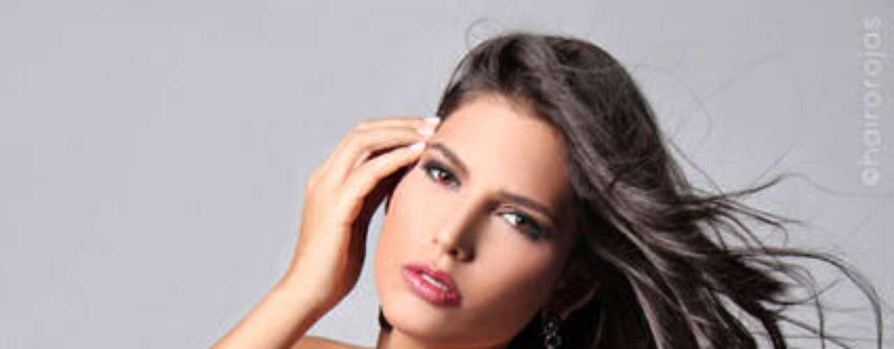 Carlina Durán Baldera, la reciente Miss República Dominicana, fue despojada de su título cuando se descubrió que su estado civil era el de una mujer casada. La modelo de 25 años, elegida el pasado 17 de abril, ocultó esta información al momento de ingresar al certamen y, debido a esto, la organización del certamen le retiró la corona.