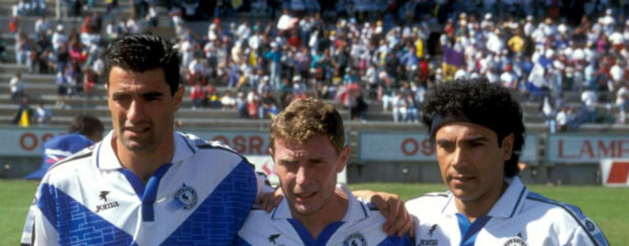 In the 1996-1997 campaign, Hugo played for Celaya where he reunited with two of his former Real Madrid teammates, Emilio Butragueno and Michel.