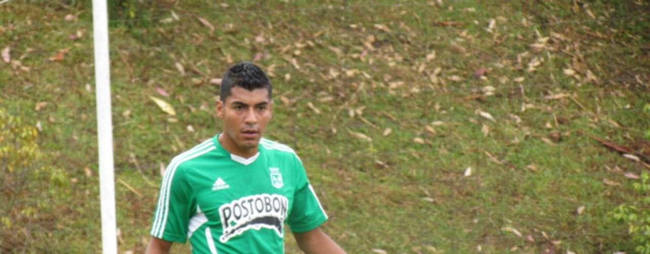 Jéfferson Duque, el delantero de 25 años y 1,83 m de estatura, tuvo su primera práctica con Atlético Nacional, demostró sus cualidades de ataque en el área y gracias a su posicionamiento en el campo logró anotar un gol en su debut con la camiseta del equipo verde de Antioquia.