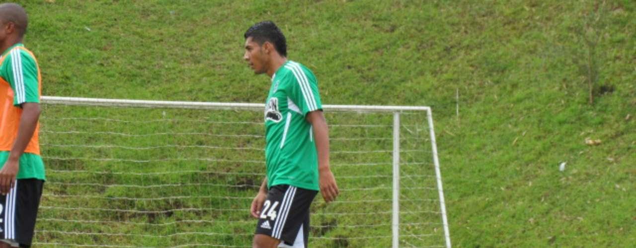 El jugador que concretó su pase el pasado viernes con el club, estuvo en los trabajos tácticos que dispuso el técnico Juan Carlos Osorio, donde se practicaron varios aspectos como la definición luego de tocar el balón
