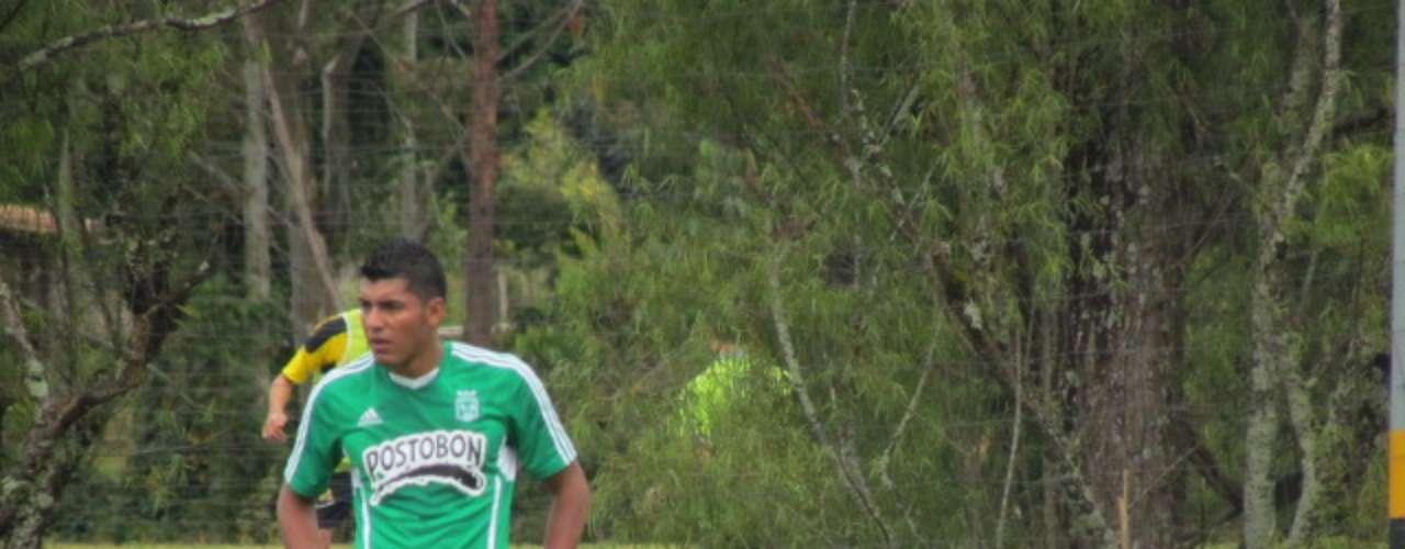 Duque firmó con Atlético Nacional un contrato por tres años, el delantero fue durante 2011 y 2012 goleador en el Torneo Postobón con Rionegro