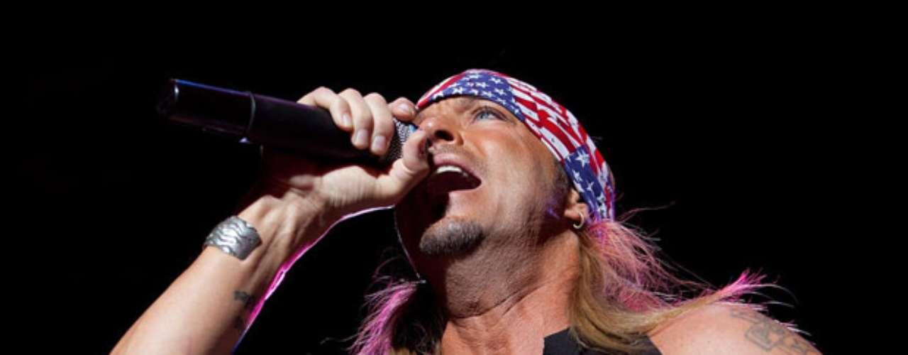 Bret Michaels ama a su país y en ocasiones para cantar ondea los colores patrios.