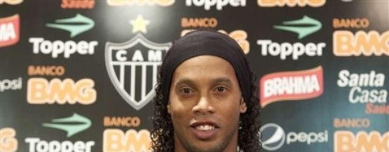 'Dinho' jugó en Barcelona y en AC Milan donde su magia siempre brilló. Ahora con Atlético Mineiro espera alzar un título más en su notable carrera como futbolista